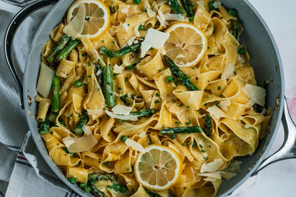 Egg Noodles tossed in a creamy lemon sauce to make creamy lemon pasta